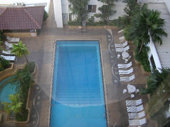 Bayview Hotel Georgetown Penang: Sicht auf den Pool