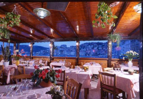 Porto Santo Stefano, Italy: La sala del ristorante vista-mare