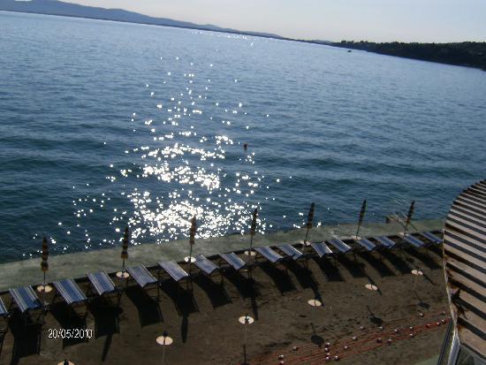Porto Santo Stefano, Ιταλία: La spiaggetta vista dalla finestra dell'Hotel