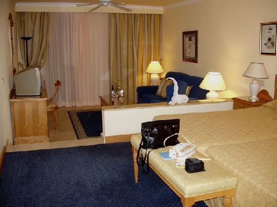Hotel Riu Palace Jandia : geräumiges Zimmer mit Wohnbereich