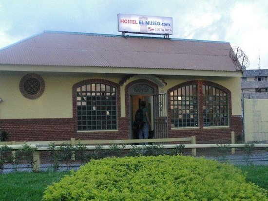 Hostel el Museo: La entrada principal