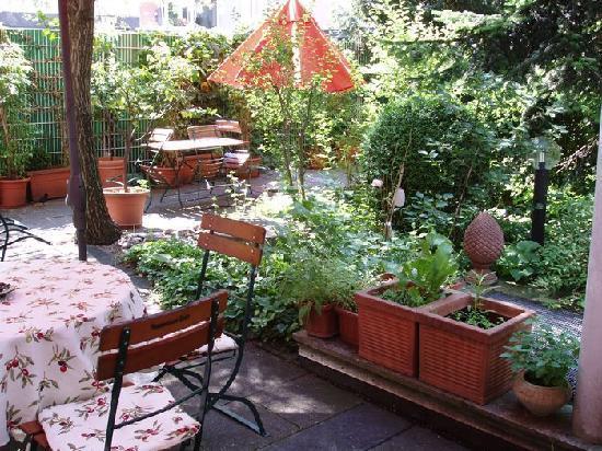 Asam Stadthotel: kleiner gemütlicher Innenhof