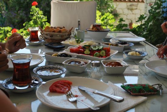 Alacat Kirevi: traditional Turkish breakfast