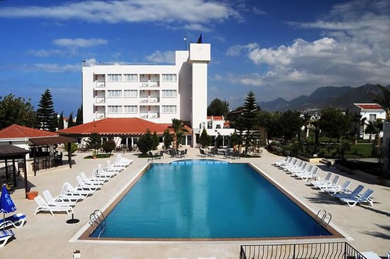 Agios Georgios, Cyprus: Pool view with main hotel building in sight