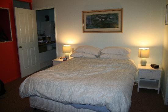 Mt. Cotton Retreat: The Garden Room