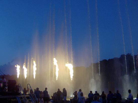 Branson Landing: Fountain show
