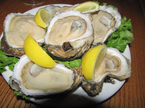 Landlocked Restaurant & Bar: Oysters every Friday!