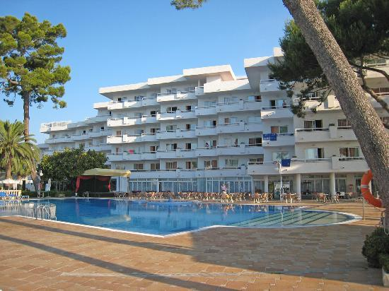 Grupotel Los Principes & Spa: Hotel from large pool