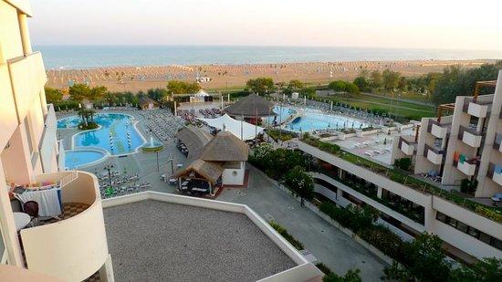 Holiday Aparthotel:                                                       Vue latérale sur mer