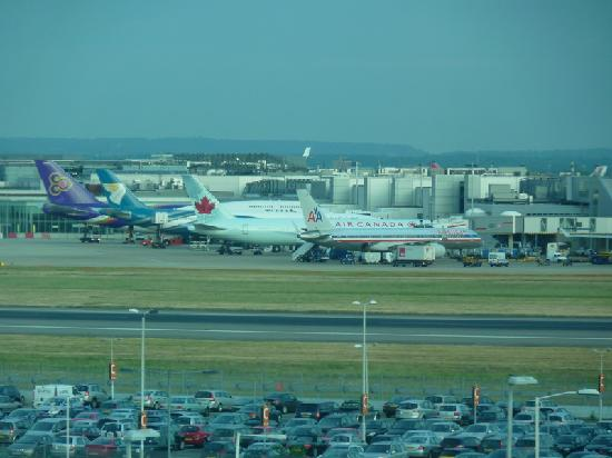 Hyatt Place London Heathrow Airport: Runway view!