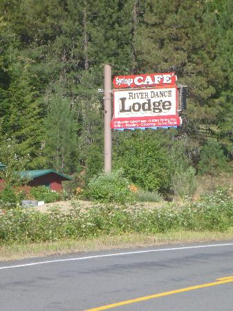 River Dance Lodge: Cafe