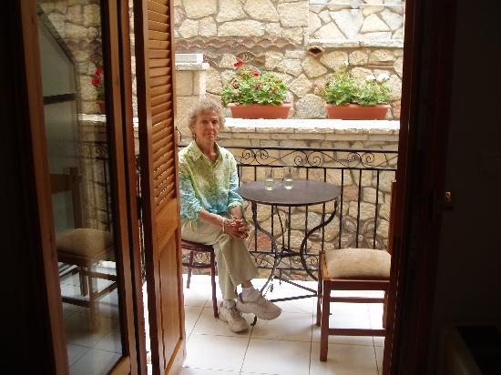 Pitho Rooms: On the balcony