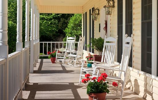 Shiloh Morning Inn: Relax on the Front Porch