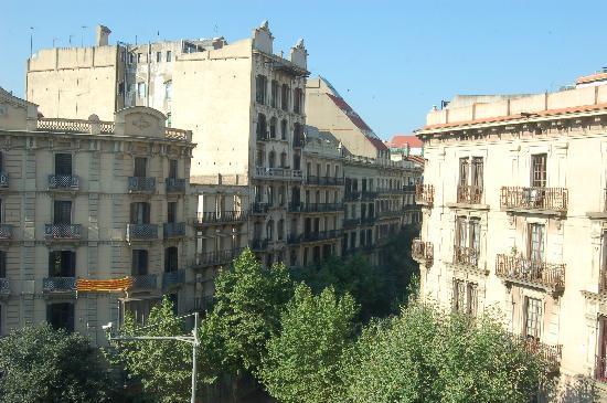 Un jard n japones con cascada picture of hotel claris for Hotel jardin barcelona