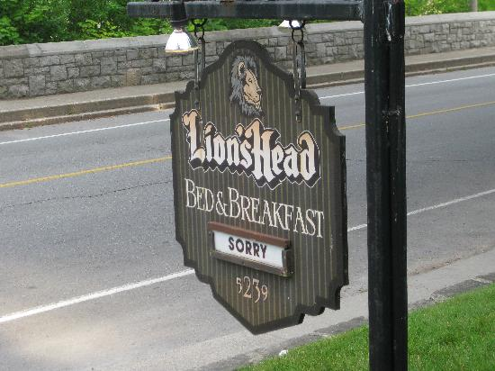 Lion's Head Bed & Breakfast: Vintage welcome sign