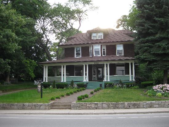Lion's Head Bed & Breakfast: Classic old house style