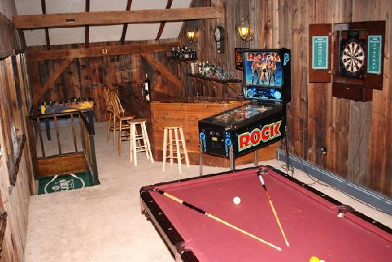 Canna Country Inn: Game Room