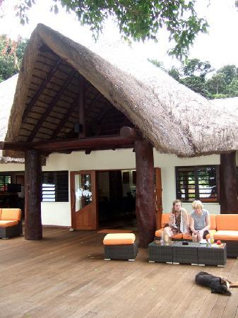 Kanua Tera Ecolodge: Outside restaurant