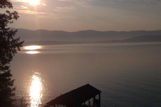 Clinton Inn: a beautiful sunrise over Lake George