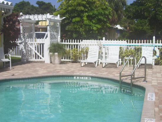 Bahama Beach Club Apartments: quaint but modern