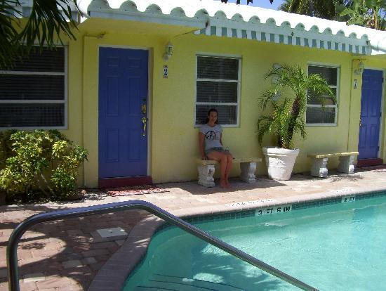Bahama Beach Club Apartments: pool steps from our door
