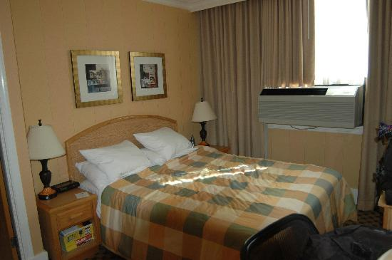 Days Inn Vancouver Downtown: Our Queen Room