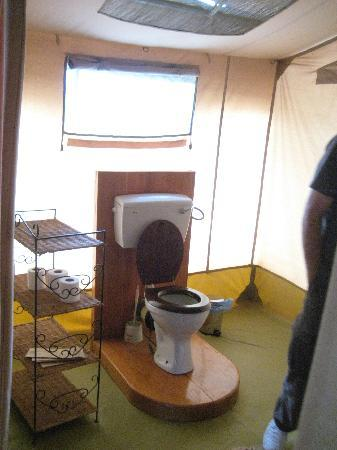 Porini Mara Camp: fully operational bathrooms