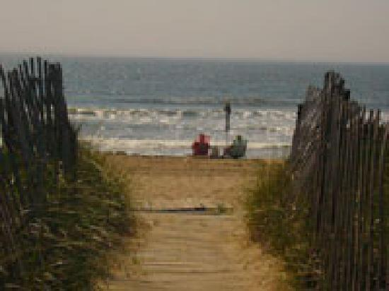 KebeK 3 Motel: Le Kebek3 relié à la plage