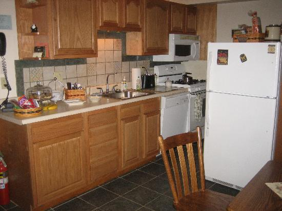 Felician House Bed & Breakfast: Kitchen