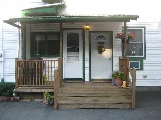 Felician House Bed & Breakfast: Entry Porch