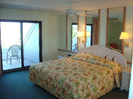 Tortuga Beach Club Resort: Master Bedroom
