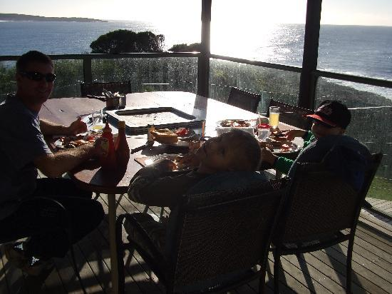 Merimbula, Australien: Our morning breakfasts with a view