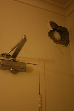 Knightsbridge Apartments: Hole uncovered