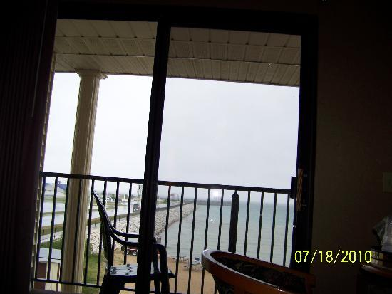 Best Western Plus Dockside Waterfront Inn: rainy day view