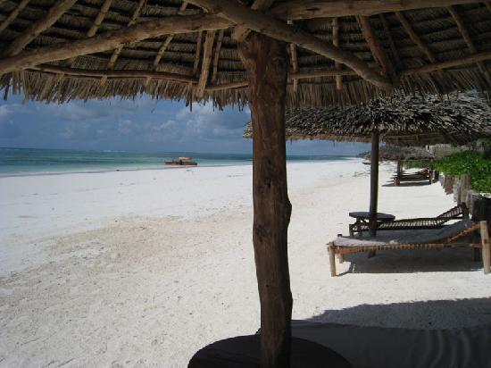 Sunshine Hotel Zanzibar: Sunshine Hotel - view from the beach