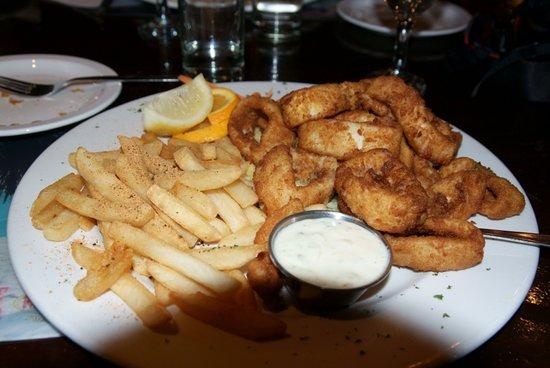 Lighthouse Pub & Restaurant: totani e calamari fritti