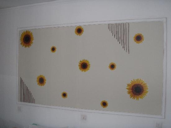 Harry's Paradise Apartments: Sunflowers room