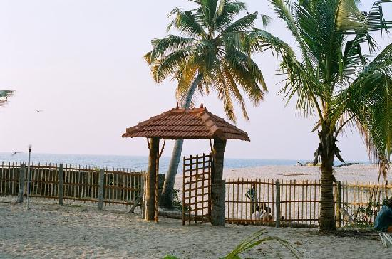 Ananda Beach Home: The Beach Padipura (entrance)