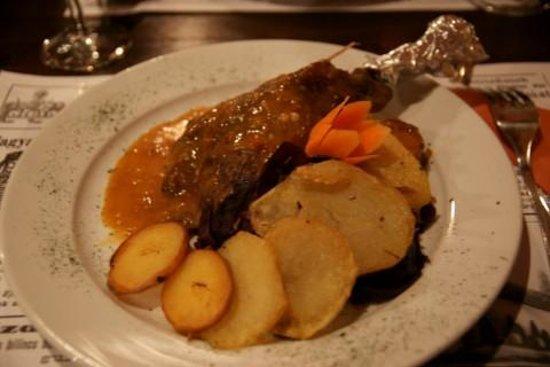 Pesti Vendeglo: coscia d'anatra con patate