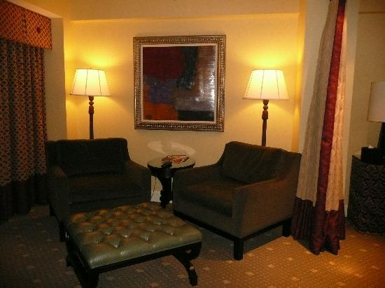 Small sitting room picture of hotel commonwealth boston for Sitting rooms