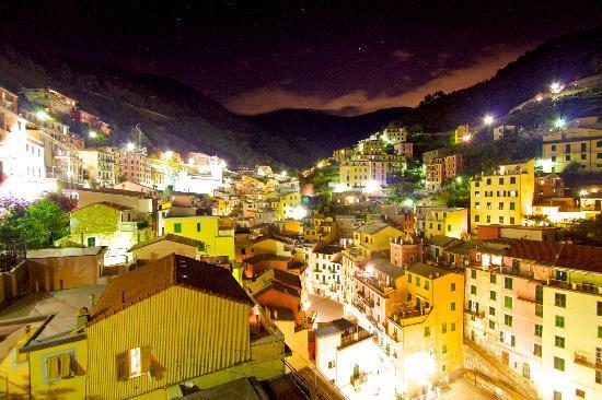 La Baia di Rio : The town of Riomaggiore at night from The Marco Polo Suite.