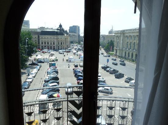 Athenee Palace Hilton Bucharest: vue sur la place de la revolution