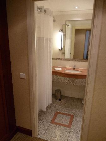 Athenee Palace Hilton Bucharest: salle de bains