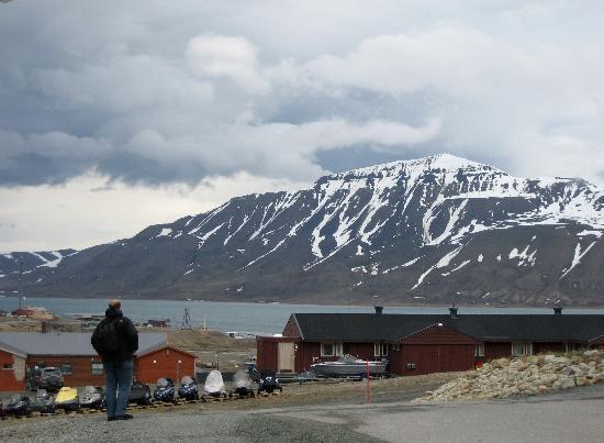 Spitsbergen Hotel: Blick vom Hotel auf die Stadt