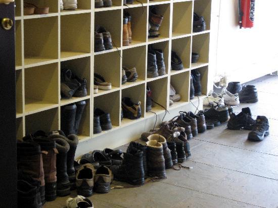 Spitsbergen Hotel: Das Schuhregal im Eingang