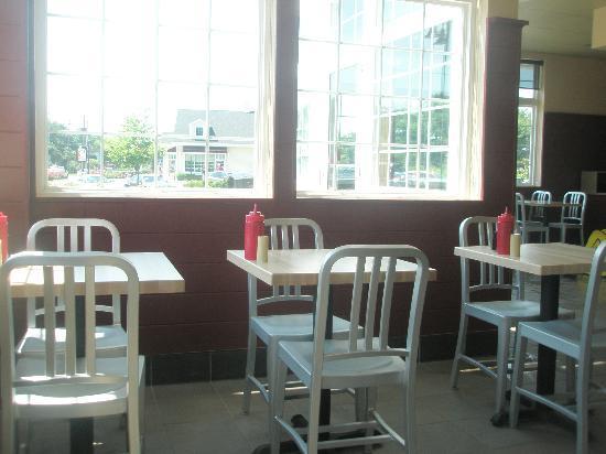 Jake's Hamburgers: Seating