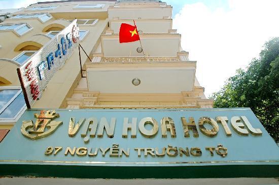Van Hoa Hotel: entrance