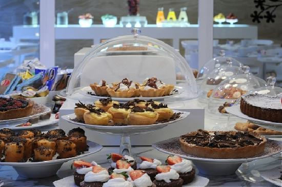 IH Hotels Milano Watt 13 : Breakfast