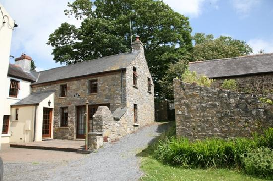 Jordanston Holiday Cottages: Yr Hen Efail outside