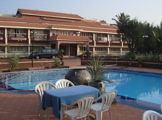 Hotel Goan Heritage: swimming pool at hotel